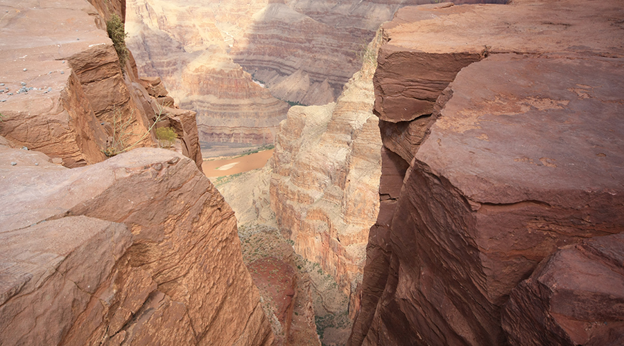 Grand Canyon West Rim Cliff View 900 x 500
