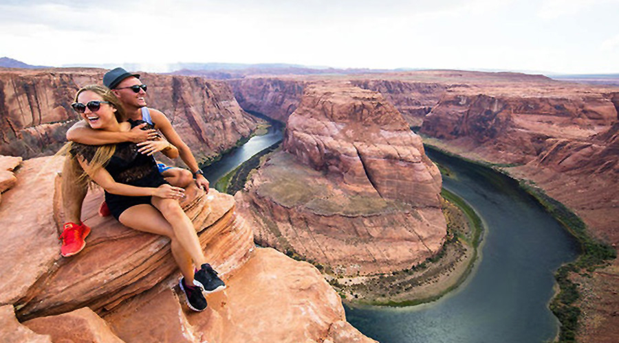 Two guest enjoying the views at Horseshoe Bend