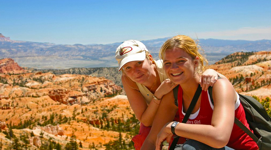 2 Girls Sitting for Photo at Bryce Canyon